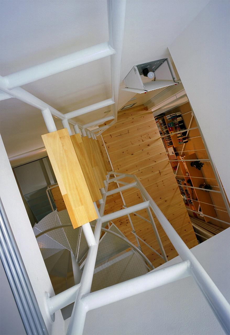 18:小屋裏の階段見下ろし