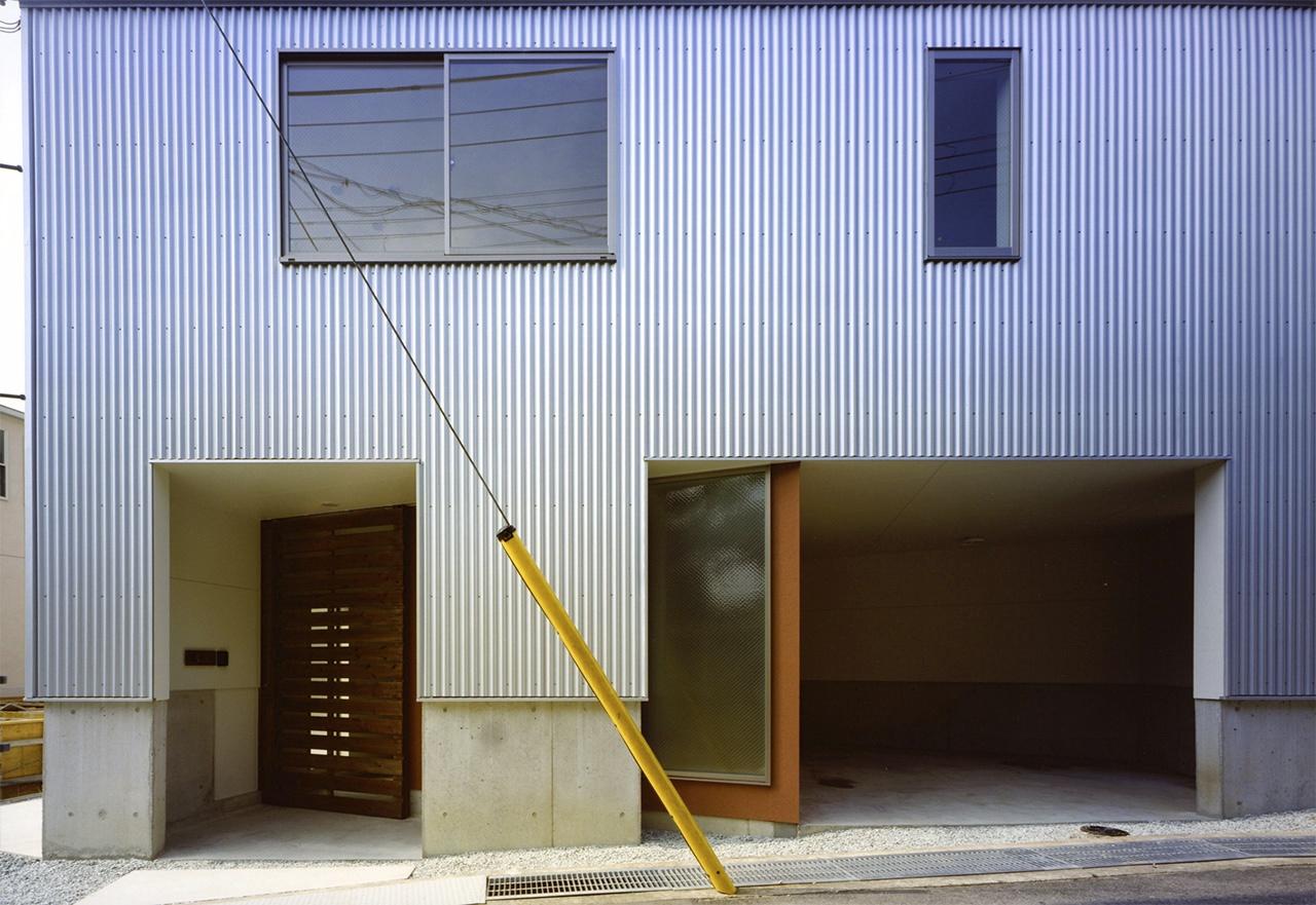 03:玄関正面