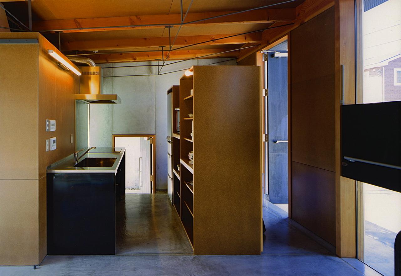 12:キッチンと玄関間仕切り家具