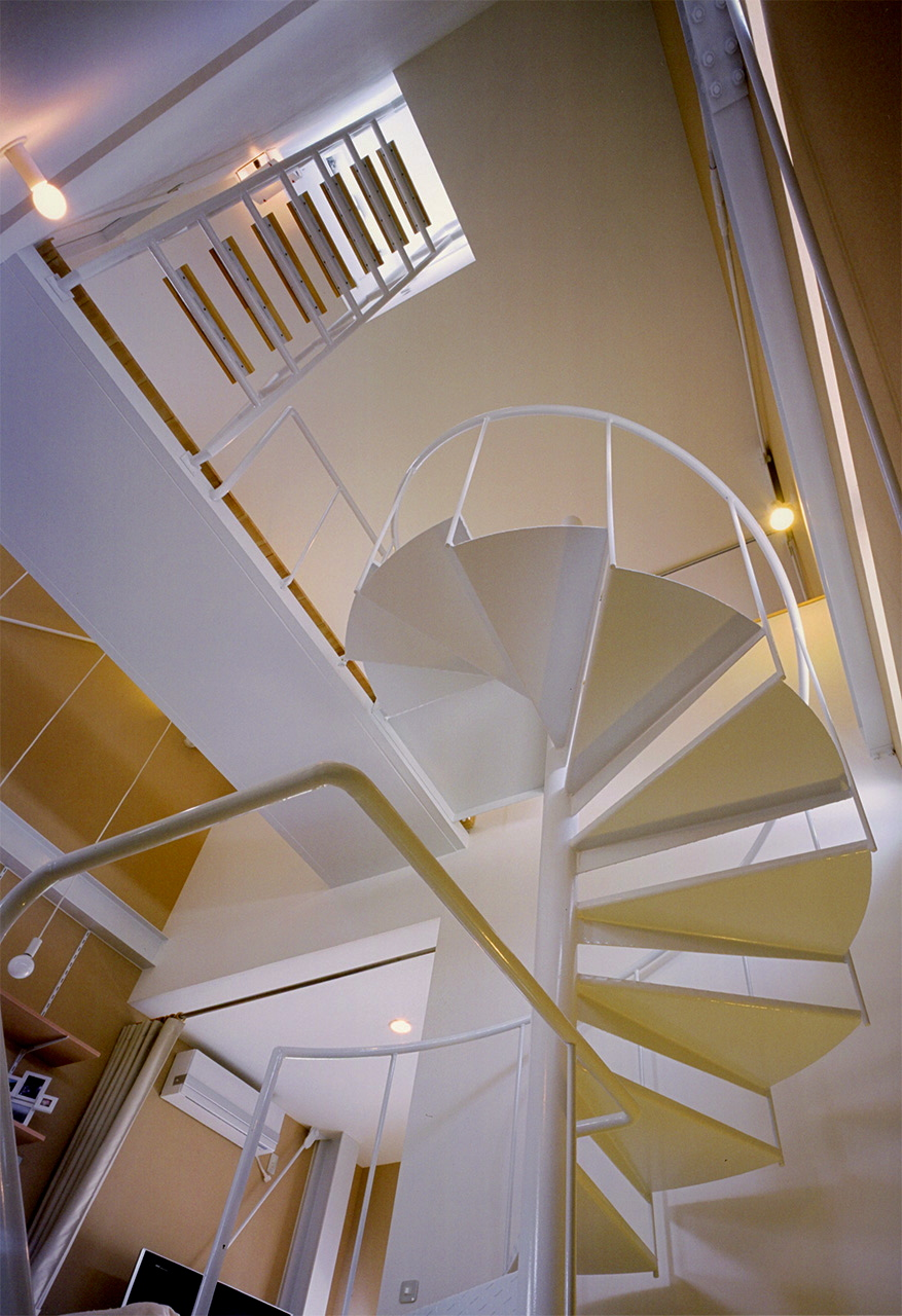 16:螺旋階段の見上げ