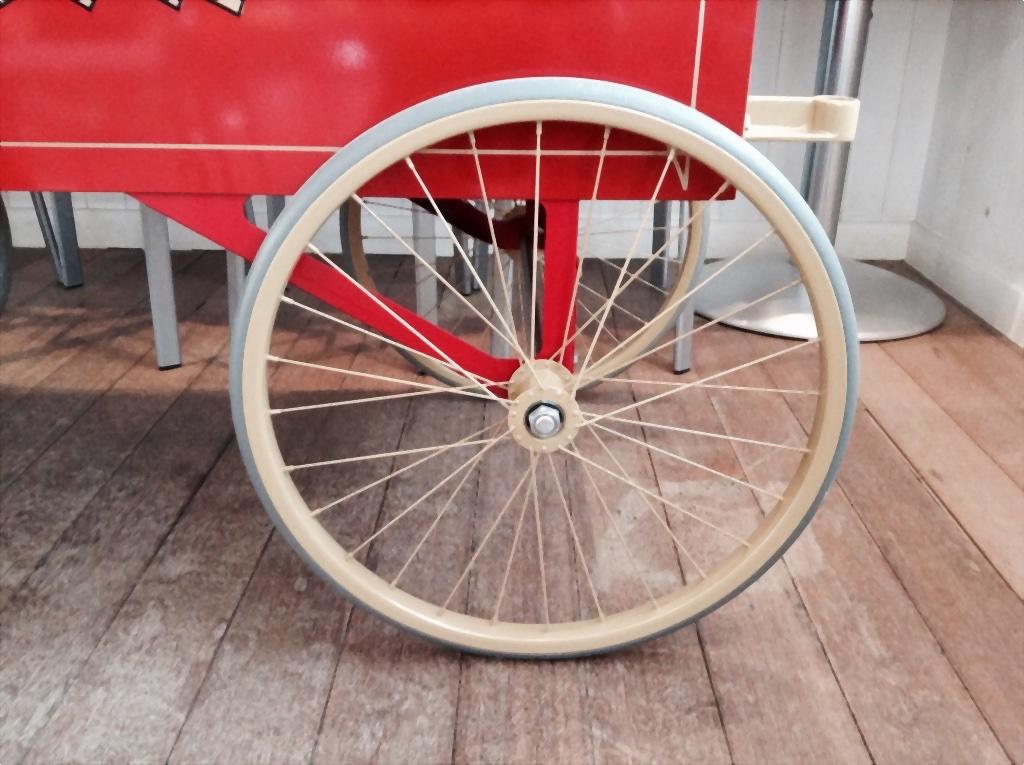 ポップコーンマシンの車輪