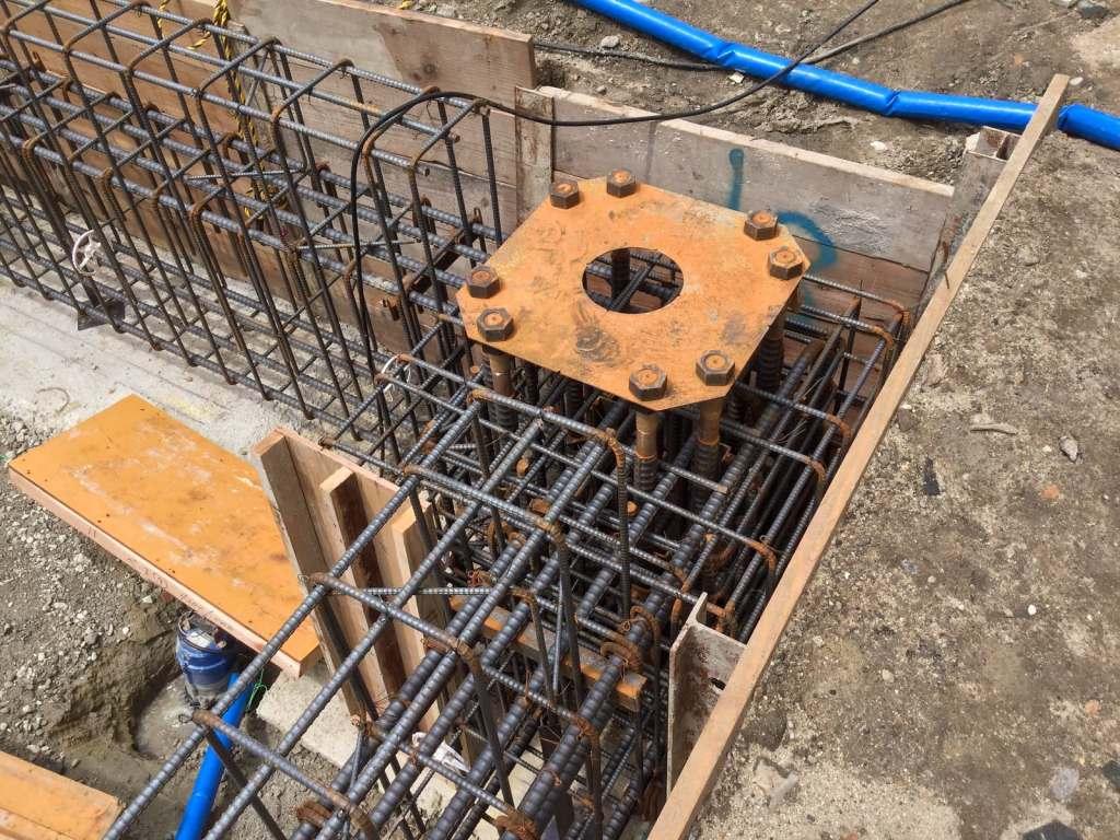 鉄骨柱が取りつく柱脚金物