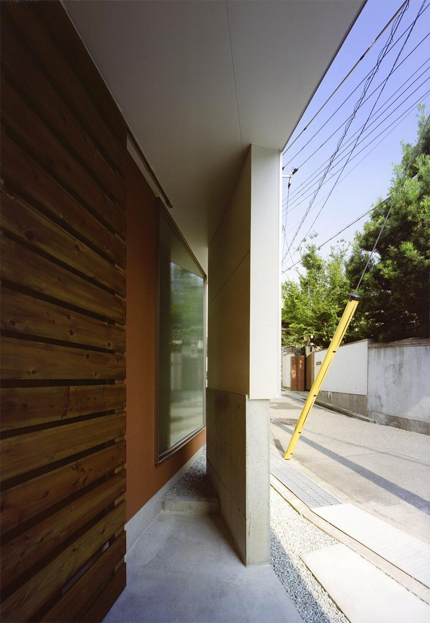 04:玄関ポーチ